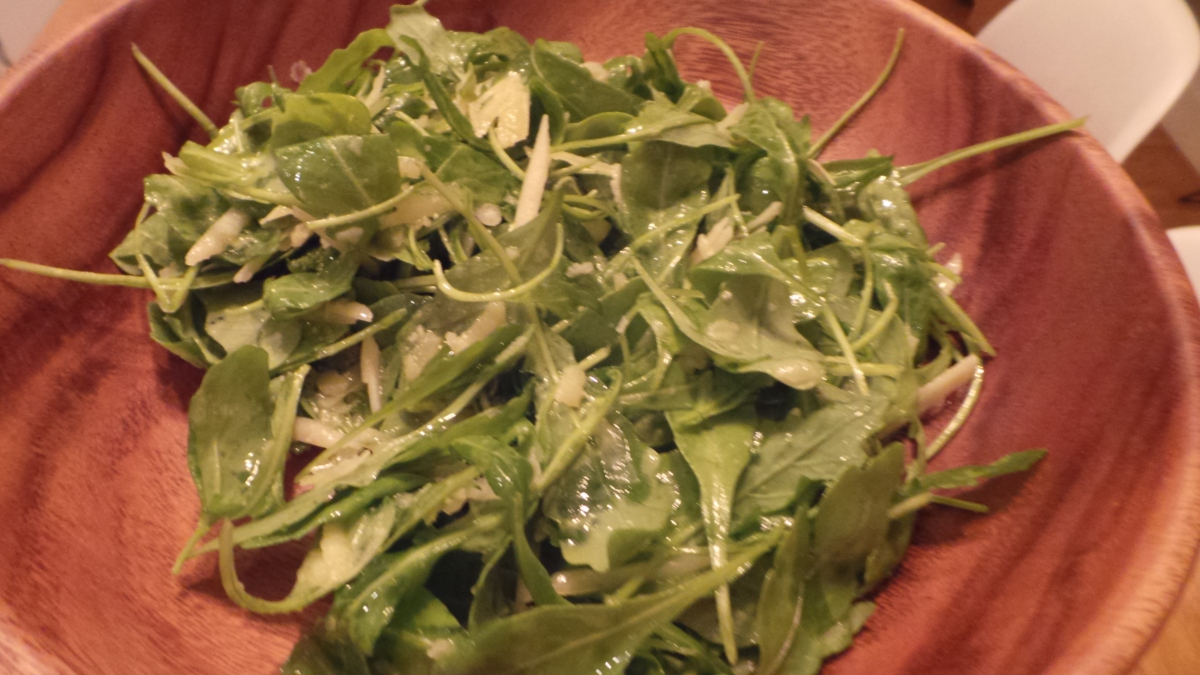 Ensalada de rúcula yparmesano