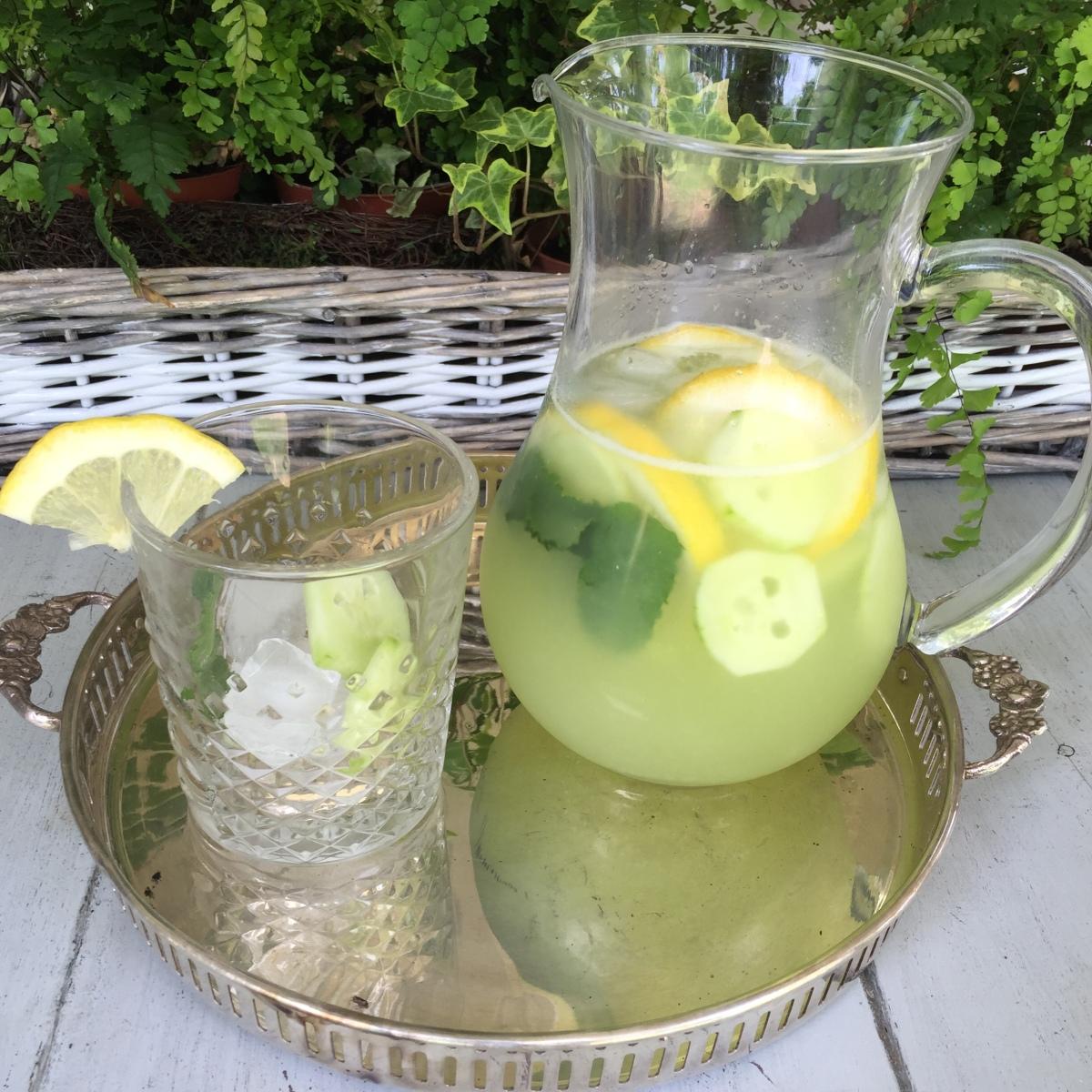 Limonada de pepino yhierbabuena